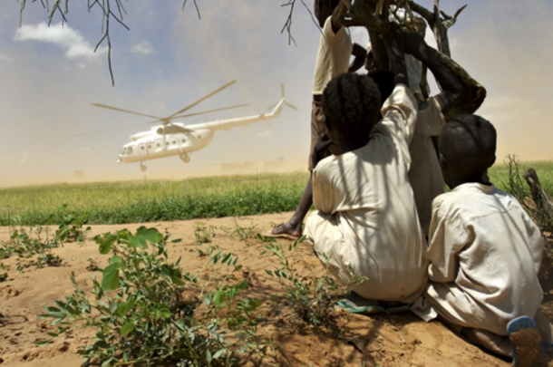 09_helicopter_north_darfur_children_2007_large